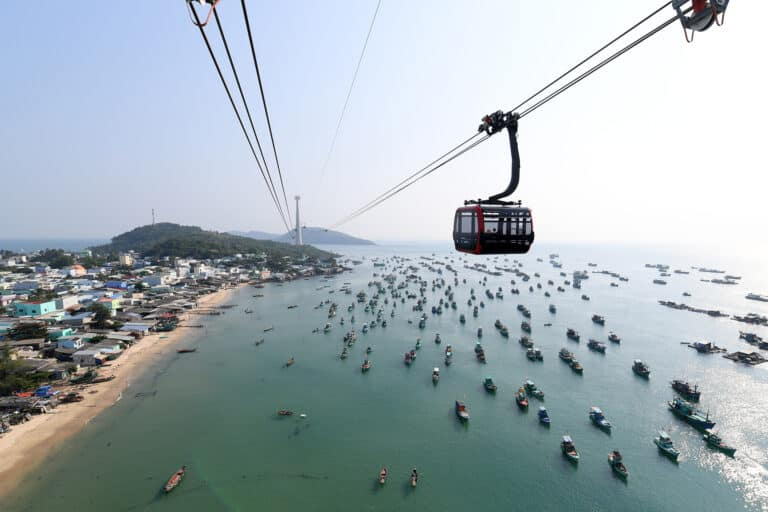 HON THOM CABLE CAR SENSATIONS FOR JUST VND200,000 ON THE LUNAR NEW YEAR OF THE EARTH PIG 2019