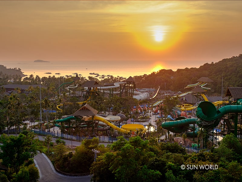 21 games in Hon Thom Aquatopia Water Park, the most modern water park in Southeast Asia