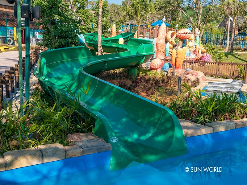 The children can have fun in the colorful marine life of Aquatopia
